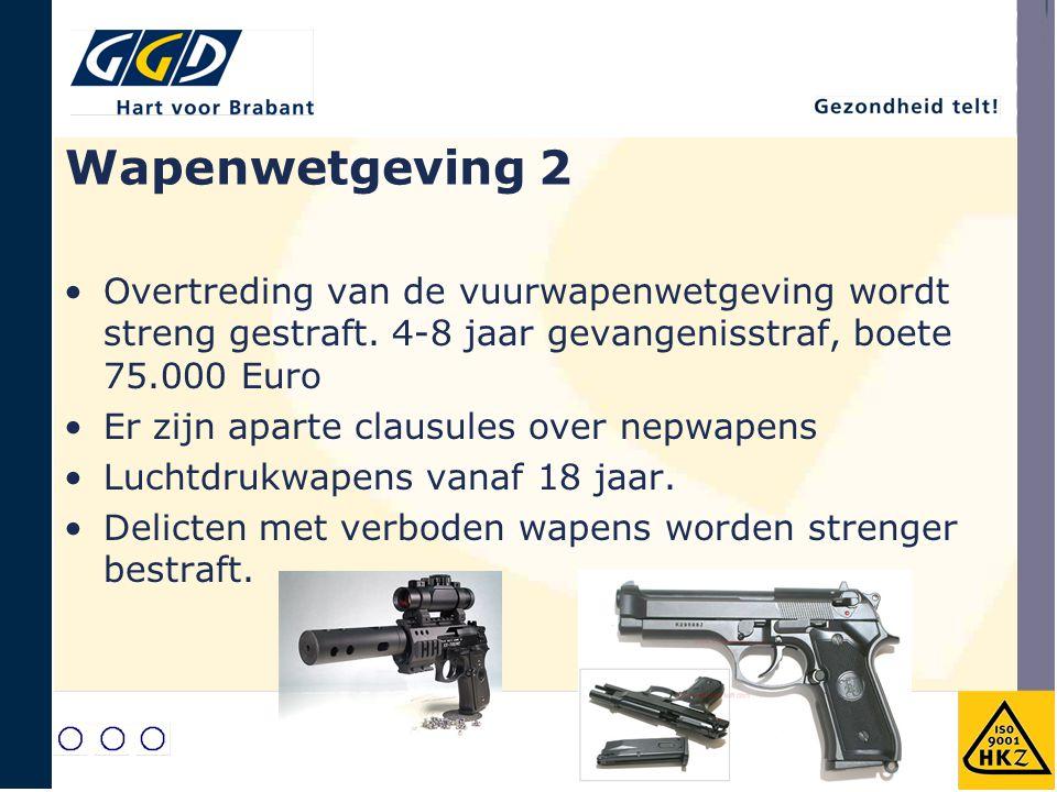 Wapenwetgeving 2 Overtreding van de vuurwapenwetgeving wordt streng gestraft. 4-8 jaar gevangenisstraf, boete 75.000 Euro Er zijn aparte clausules ove