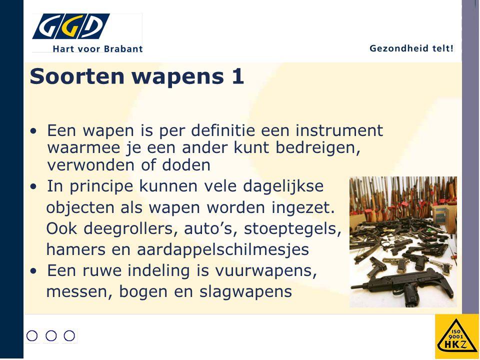 Soorten wapens 1 Een wapen is per definitie een instrument waarmee je een ander kunt bedreigen, verwonden of doden In principe kunnen vele dagelijkse
