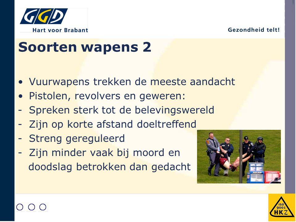 Soorten wapens 3 Messen en steekwapens: - Zijn in Nederland veel meer betrokken bij moord en doodslag dan vuurwapens -Relatief veel niet dodelijke steekincidenten -Bezit is wijd verbreid -Wat nu, wel / niet verbieden?