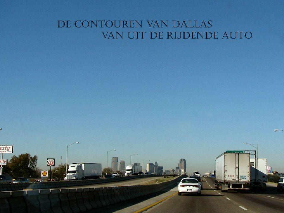 De contouren van Dallas van uit de rijdende auto