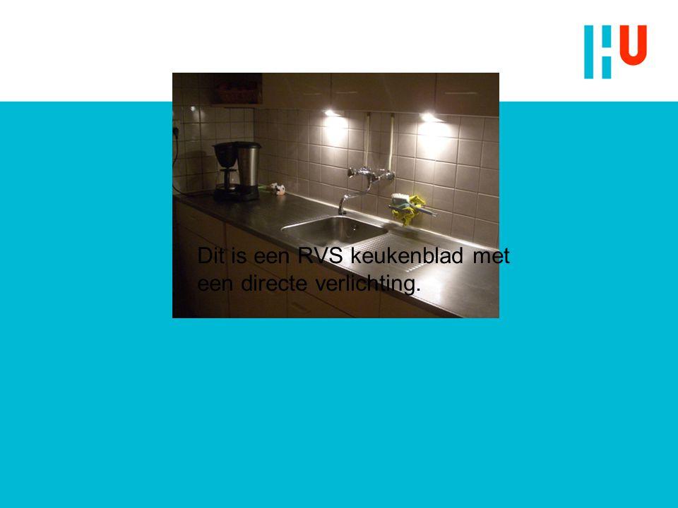 Dit is een RVS keukenblad met een directe verlichting.