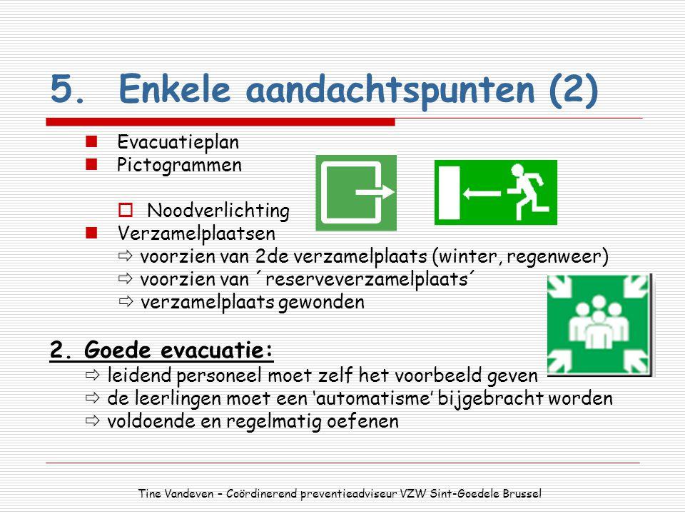 5.Enkele aandachtspunten (2) Evacuatieplan Pictogrammen  Noodverlichting Verzamelplaatsen  voorzien van 2de verzamelplaats (winter, regenweer)  voo