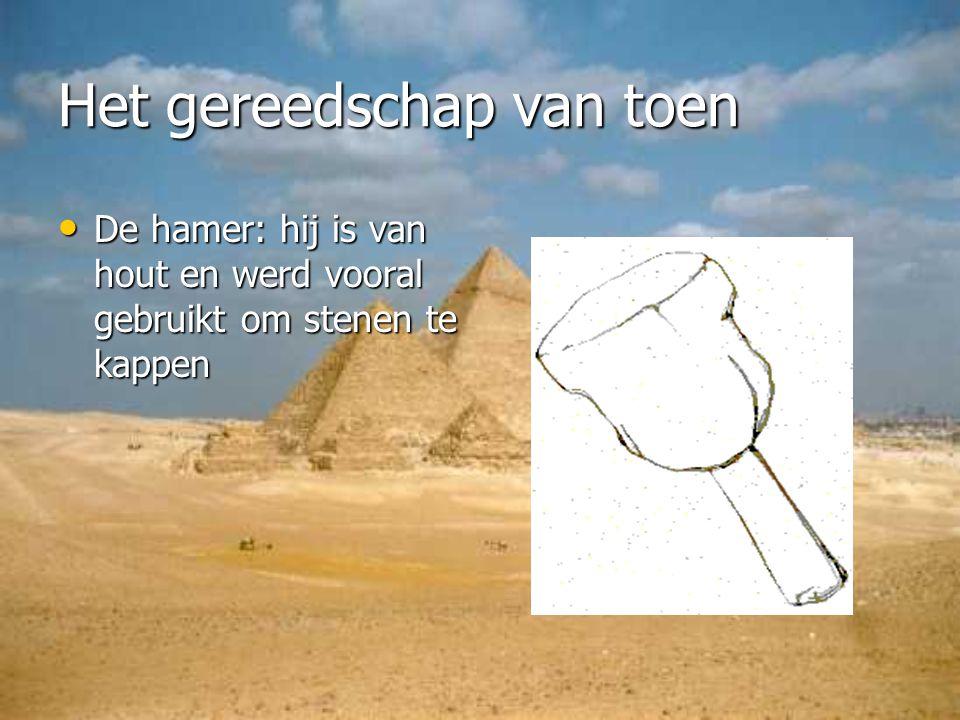 De hamer: hij is van hout en werd vooral gebruikt om stenen te kappen