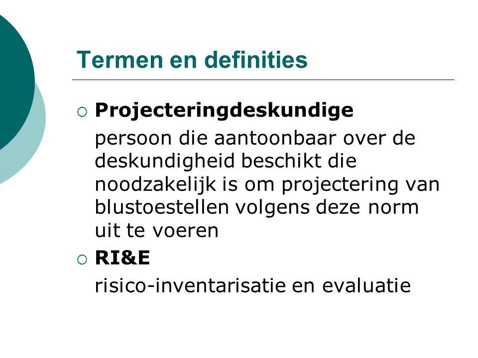Termen en definities  Projecteringdeskundige persoon die aantoonbaar over de deskundigheid beschikt die noodzakelijk is om projectering van blustoest