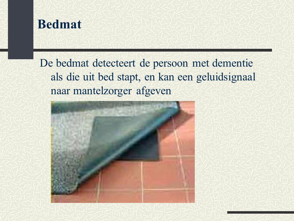 Bedmat De bedmat detecteert de persoon met dementie als die uit bed stapt, en kan een geluidsignaal naar mantelzorger afgeven