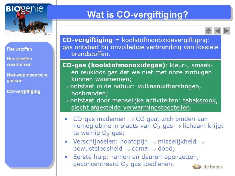 Wat is CO-vergiftiging? CO-vergiftiging = koolstofmonoxidevergiftiging: gas ontstaat bij onvolledige verbranding van fossiele brandstoffen. CO-gas ina