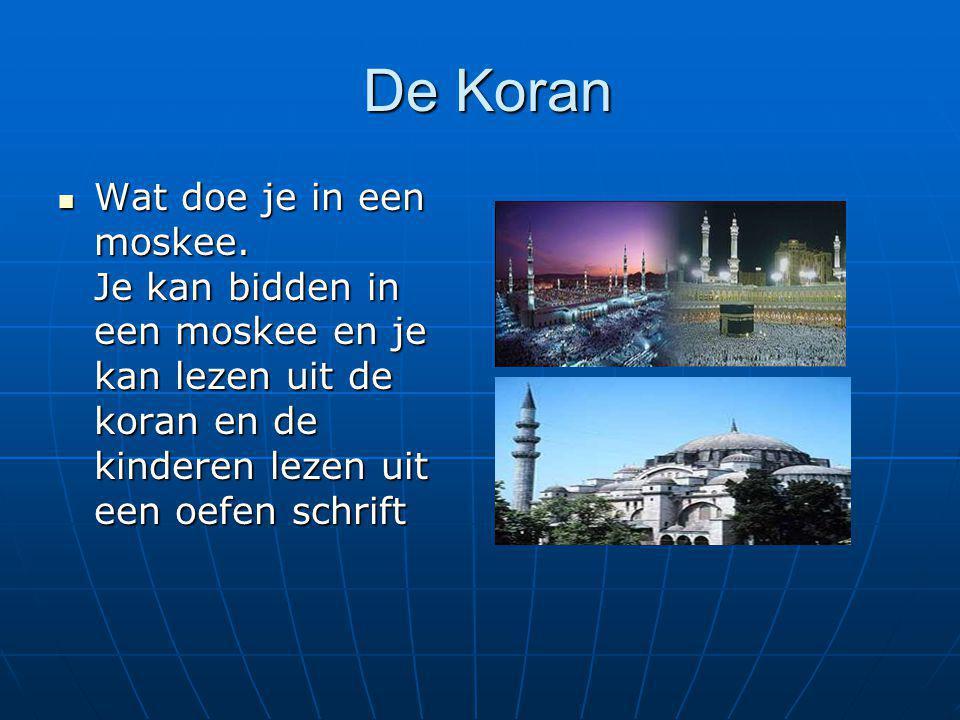 De Koran De Koran Wat doe je in een moskee. Je kan bidden in een moskee en je kan lezen uit de koran en de kinderen lezen uit een oefen schrift