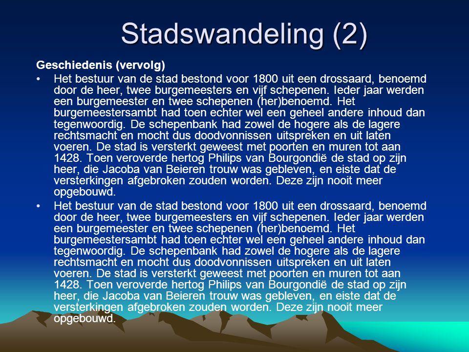 Stadswandeling (2) Geschiedenis (vervolg) Het bestuur van de stad bestond voor 1800 uit een drossaard, benoemd door de heer, twee burgemeesters en vijf schepenen.