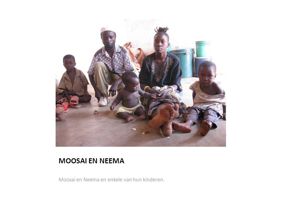 MOOSAI EN NEEMA Moosai en Neema en enkele van hun kinderen.