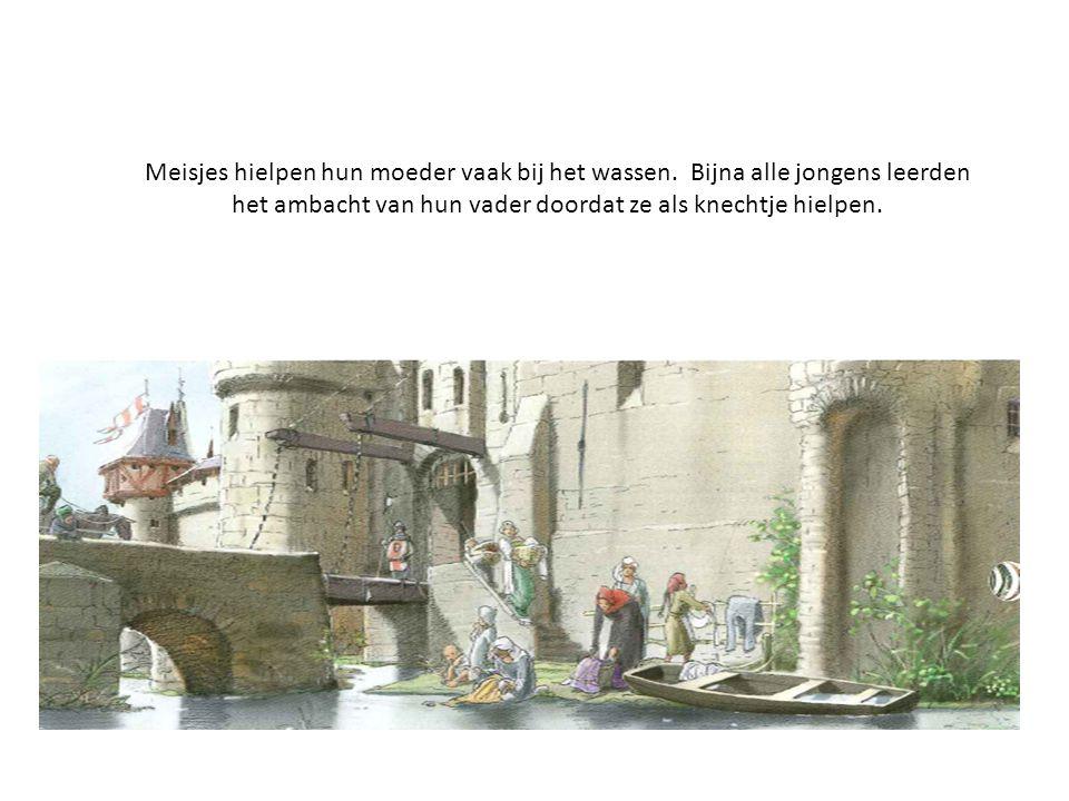 In de steden waren geen riolen en wc's.