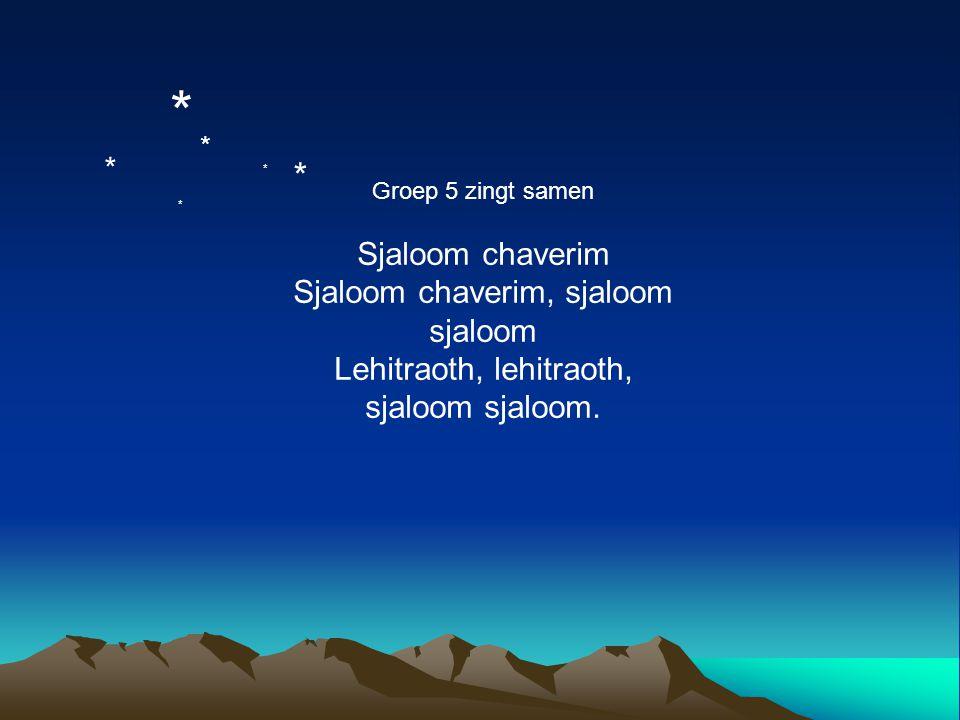 Groep 5 zingt samen Sjaloom chaverim Sjaloom chaverim, sjaloom sjaloom Lehitraoth, lehitraoth, sjaloom sjaloom. * * * * * *