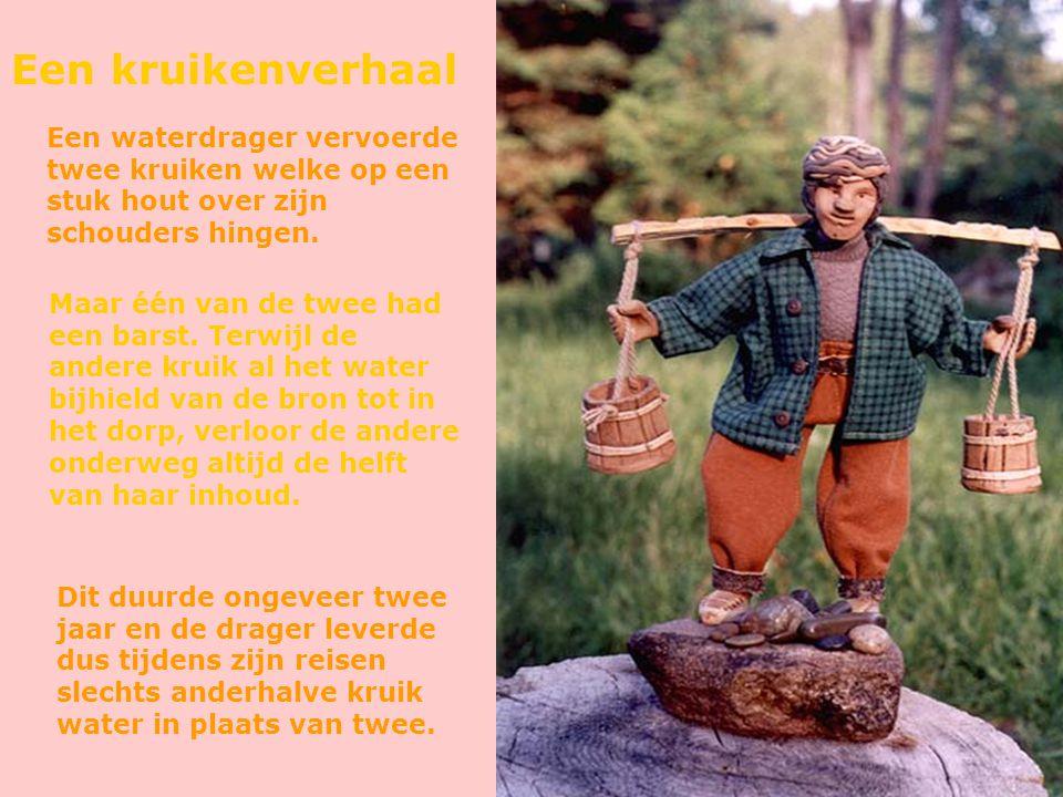 Een kruikenverhaal Een waterdrager vervoerde twee kruiken welke op een stuk hout over zijn schouders hingen.