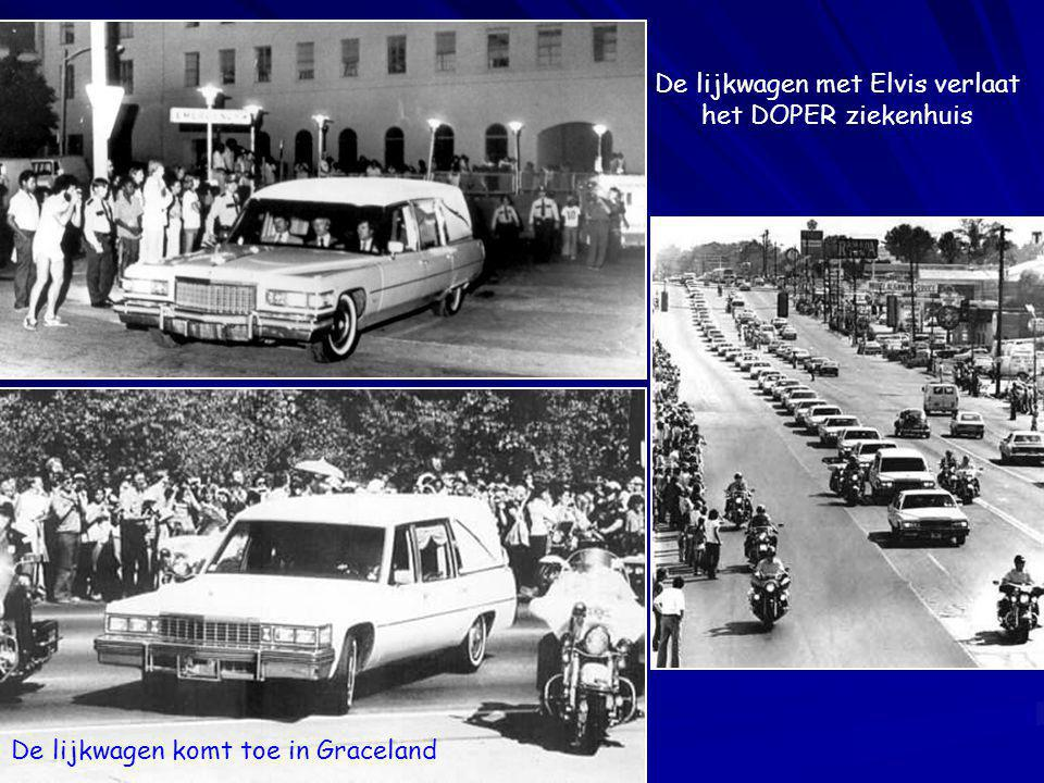 Op 16 augustus kort na middernacht kwam Elvis thuis aan in Graceland. Dit was de laatste foto van hem. In de ochtend vond zijn verloofde Ginger Alden