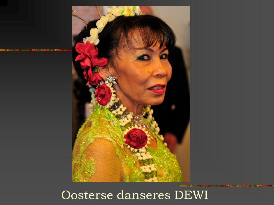 Oosterse danseres DEWI