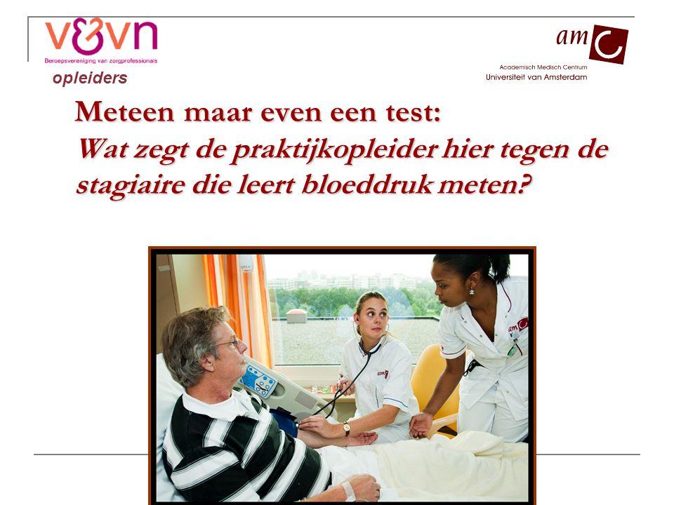 Meteen maar even een test: Wat zegt de praktijkopleider hier tegen de stagiaire die leert bloeddruk meten? opleiders