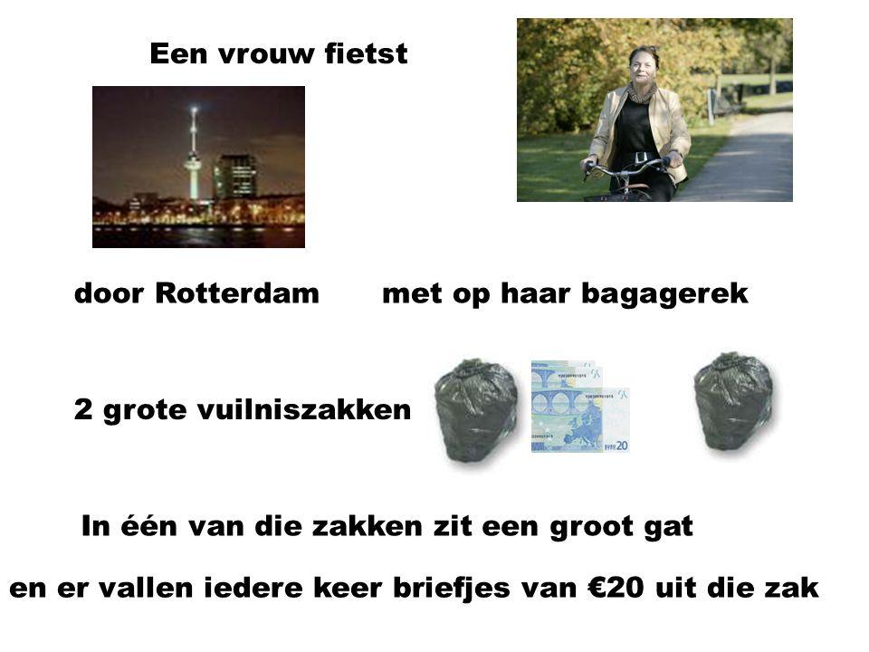 Een vrouw fietst door Rotterdammet op haar bagagerek 2 grote vuilniszakken In één van die zakken zit een groot gat en er vallen iedere keer briefjes van €20 uit die zak