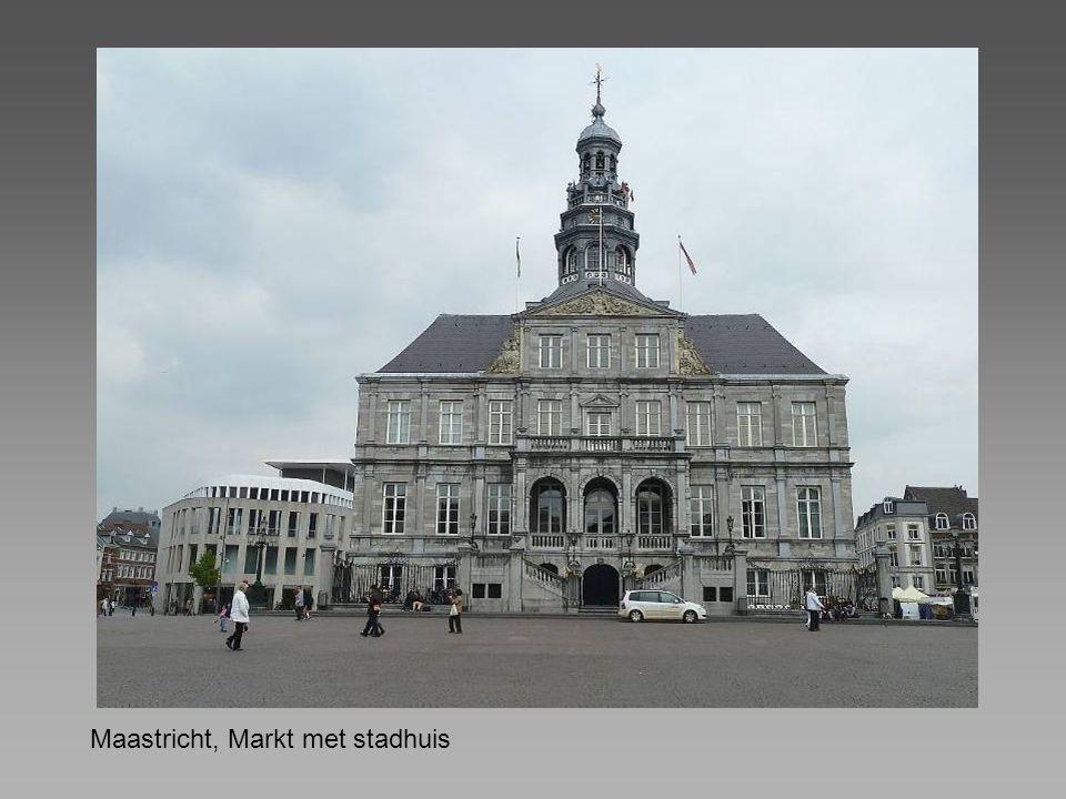 Maastricht, Markt met stadhuis