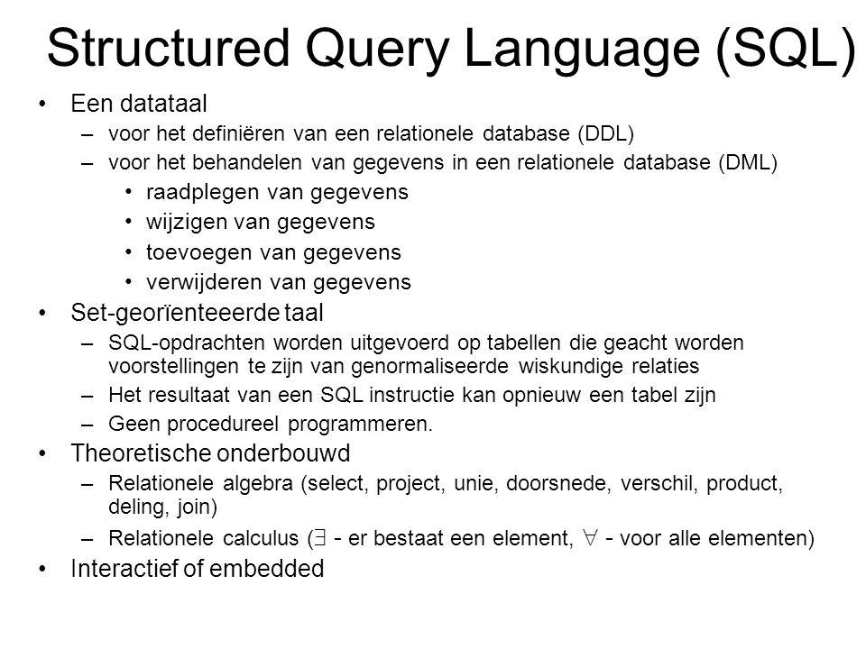Structured Query Language (SQL) Een datataal –voor het definiëren van een relationele database (DDL) –voor het behandelen van gegevens in een relationele database (DML) raadplegen van gegevens wijzigen van gegevens toevoegen van gegevens verwijderen van gegevens Set-georïenteeerde taal –SQL-opdrachten worden uitgevoerd op tabellen die geacht worden voorstellingen te zijn van genormaliseerde wiskundige relaties –Het resultaat van een SQL instructie kan opnieuw een tabel zijn –Geen procedureel programmeren.