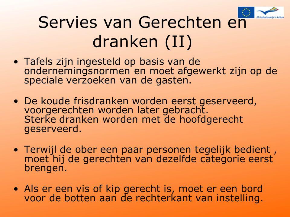 Servies van Gerechten en dranken (II) Tafels zijn ingesteld op basis van de ondernemingsnormen en moet afgewerkt zijn op de speciale verzoeken van de gasten.