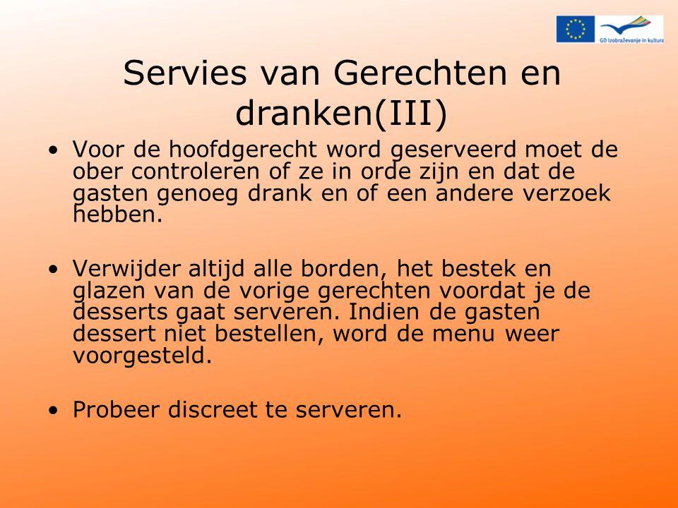 Servies van Gerechten en dranken(III) Voor de hoofdgerecht word geserveerd moet de ober controleren of ze in orde zijn en dat de gasten genoeg drank en of een andere verzoek hebben.
