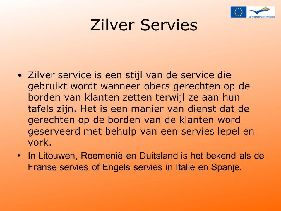 Zilver Servies Zilver service is een stijl van de service die gebruikt wordt wanneer obers gerechten op de borden van klanten zetten terwijl ze aan hun tafels zijn.