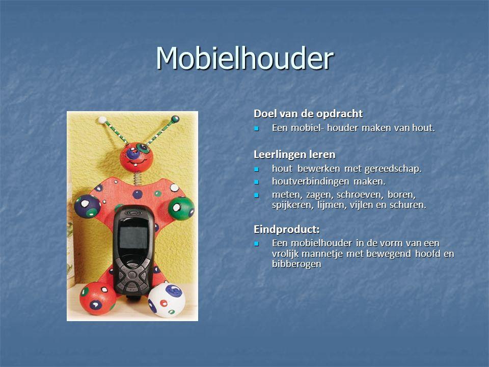 Mobielhouder Doel van de opdracht Een mobiel- houder maken van hout. Een mobiel- houder maken van hout. Leerlingen leren hout bewerken met gereedschap