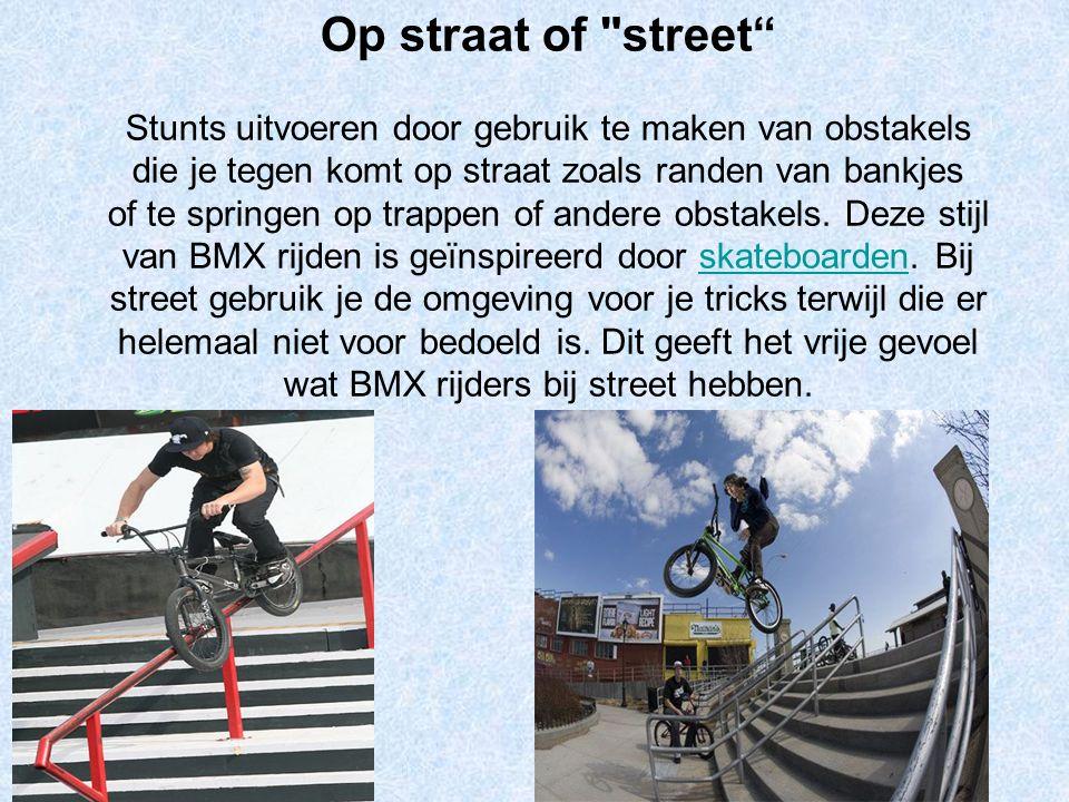 Park Stunts uitvoeren op een skatepark door te grinden (de fiets balanceren op een buis of een rand van een obstakel) of te springen over een funbox en andere obstakels zoals schans, miniramps (soort halfpipe), banken en Quarter pipes.