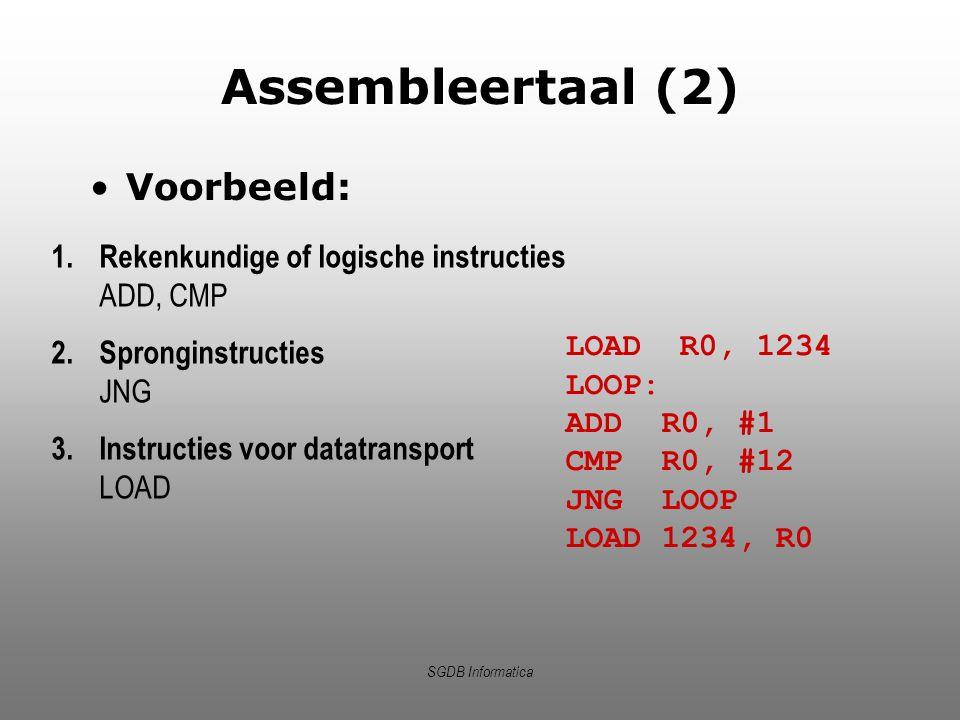 SGDB Informatica Assembleertaal (2) Voorbeeld: LOAD R0, 1234 LOOP: ADDR0, #1 CMPR0, #12 JNGLOOP LOAD1234, R0 1.Rekenkundige of logische instructies AD