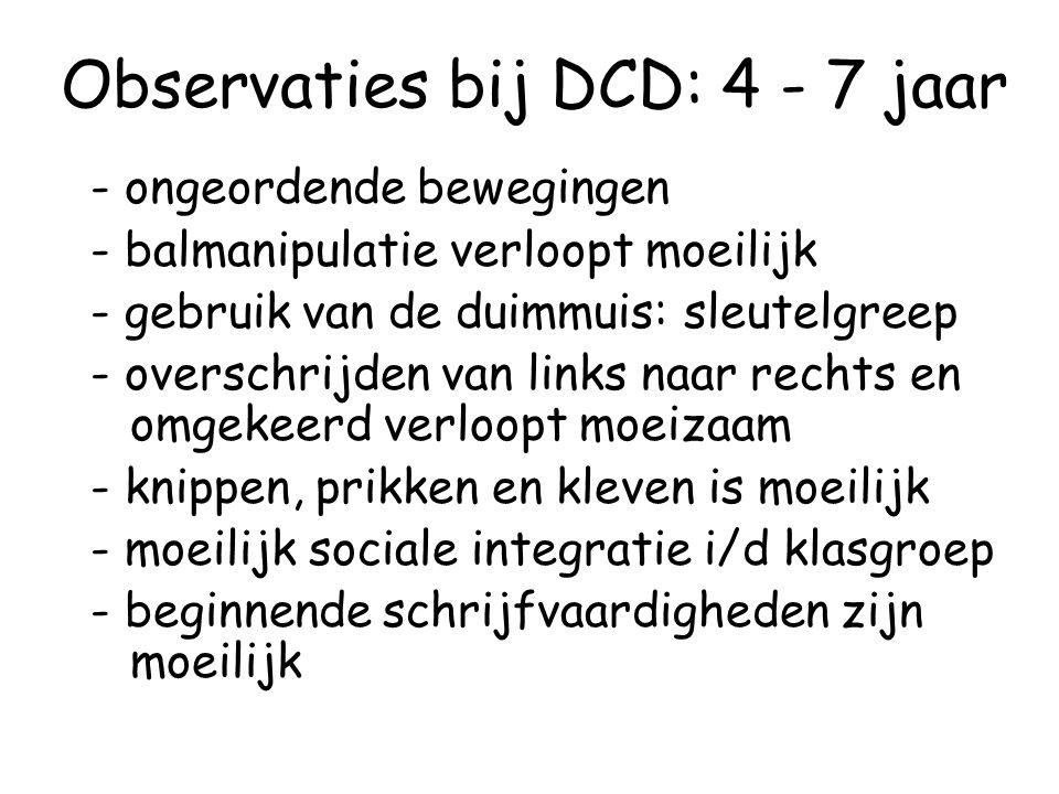 Observaties bij DCD: 4 - 7 jaar - ongeordende bewegingen - balmanipulatie verloopt moeilijk - gebruik van de duimmuis: sleutelgreep - overschrijden va