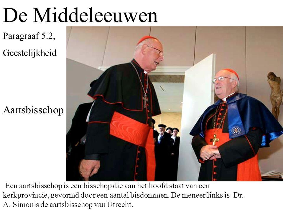 De Middeleeuwen Aartsbisschop Een aartsbisschop is een bisschop die aan het hoofd staat van een kerkprovincie, gevormd door een aantal bisdommen.