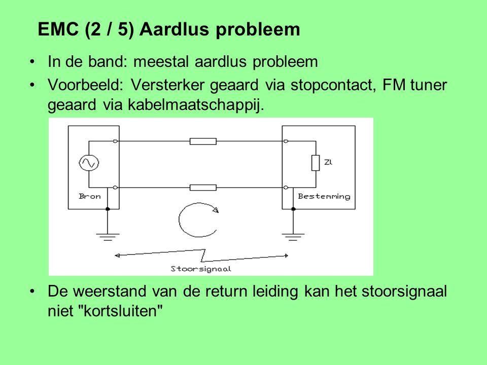 EMC (1 / 5) Elektro- Magnetische Compatibiliteit: de mate waarin apparaten elkaar niet storen Gewenst signaal vs. ongewenst signaal (storing) Emissie,