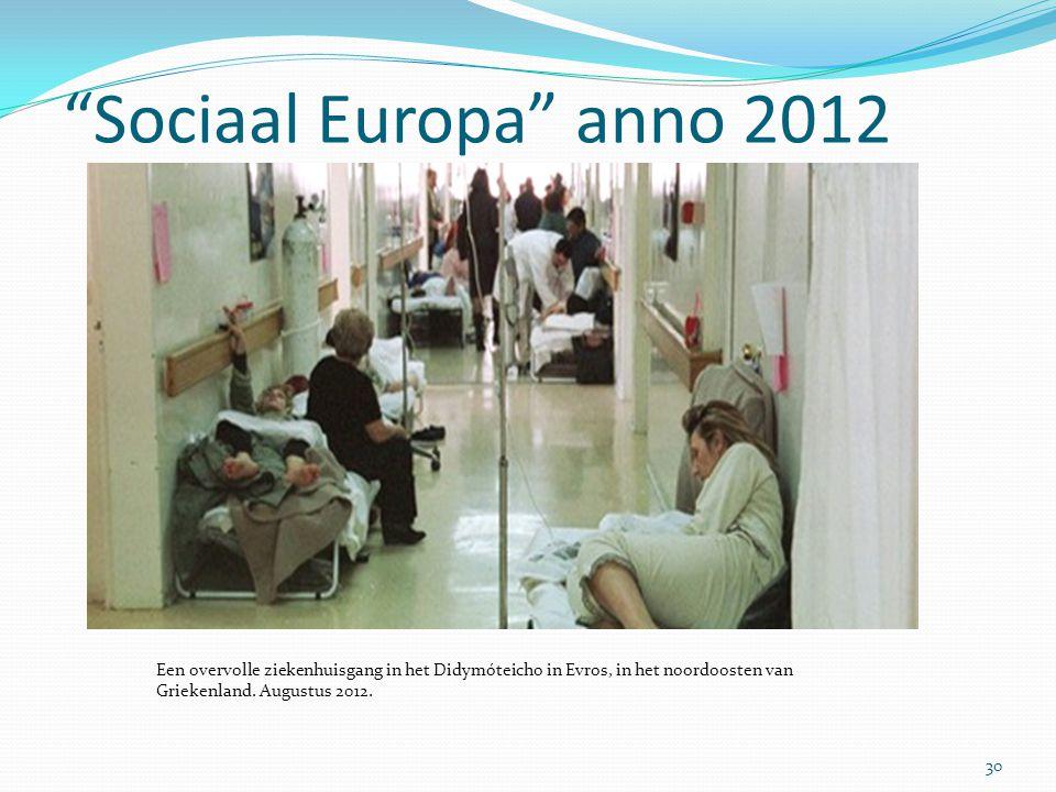 """""""Sociaal Europa"""" anno 2012 30 Een overvolle ziekenhuisgang in het Didymóteicho in Evros, in het noordoosten van Griekenland. Augustus 2012."""