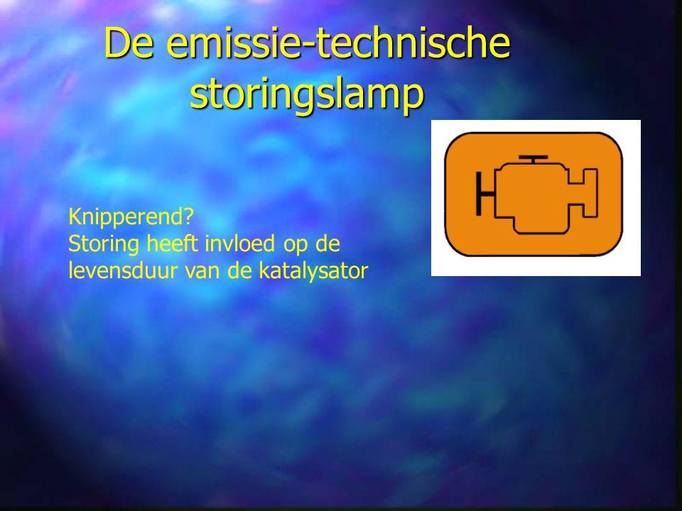 De emissie-technische storingslamp Knipperend.