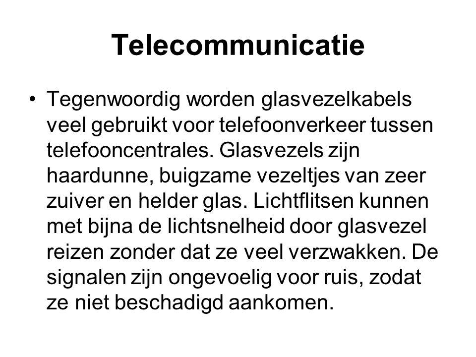 Telecommunicatie Tegenwoordig worden glasvezelkabels veel gebruikt voor telefoonverkeer tussen telefooncentrales. Glasvezels zijn haardunne, buigzame