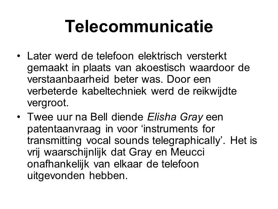 Telecommunicatie Op 1 juni 1881 opende de Nederlandsche Bell Telephoon Maatschappij op de hoek van de Kalverstraat en de Dam, in Amsterdam, het eerste Nederlandse openbare telefoonnetwerk met 49 vaste aansluitingen van abonnees.
