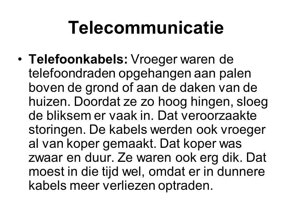 Telecommunicatie Telefoonkabels: Vroeger waren de telefoondraden opgehangen aan palen boven de grond of aan de daken van de huizen. Doordat ze zo hoog