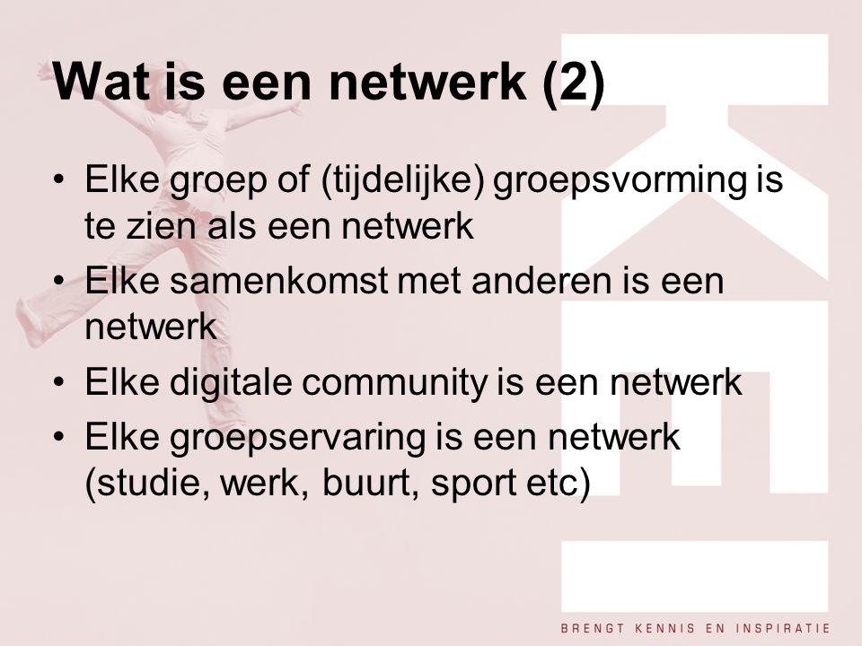 Wat is een netwerk (2) Elke groep of (tijdelijke) groepsvorming is te zien als een netwerk Elke samenkomst met anderen is een netwerk Elke digitale co
