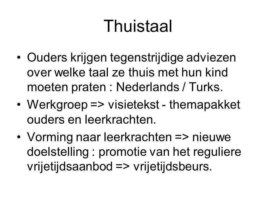 Thuistaal Ouders krijgen tegenstrijdige adviezen over welke taal ze thuis met hun kind moeten praten : Nederlands / Turks.