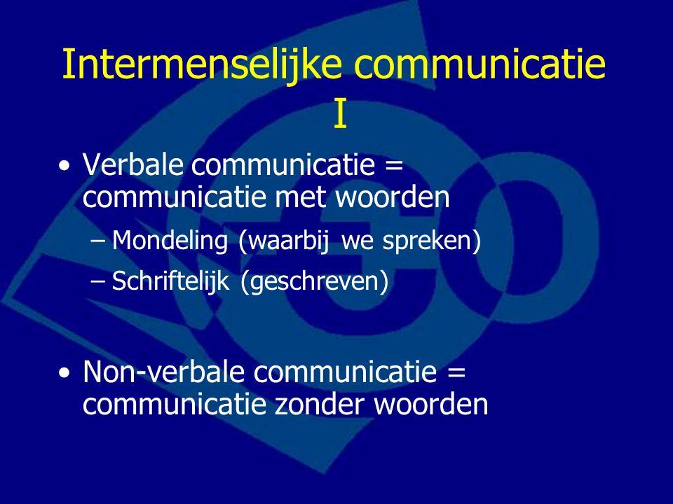 Intermenselijke communicatie I Verbale communicatie = communicatie met woorden –Mondeling (waarbij we spreken) –Schriftelijk (geschreven) Non-verbale communicatie = communicatie zonder woorden