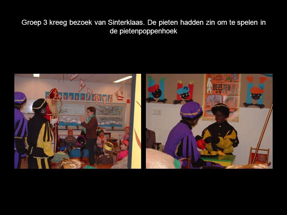 Groep 3 kreeg bezoek van Sinterklaas. De pieten hadden zin om te spelen in de pietenpoppenhoek