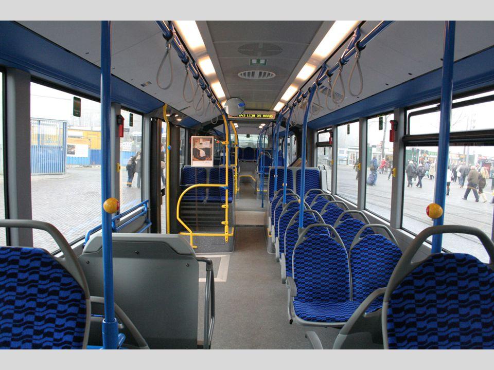 Concept Huidige situatie De tram zoals bekend op drukke tijdstippen.