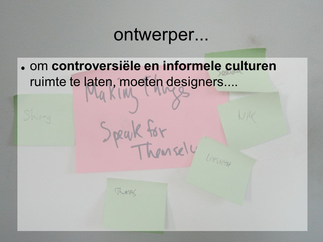 ontwerper... om controversiële en informele culturen ruimte te laten, moeten designers....