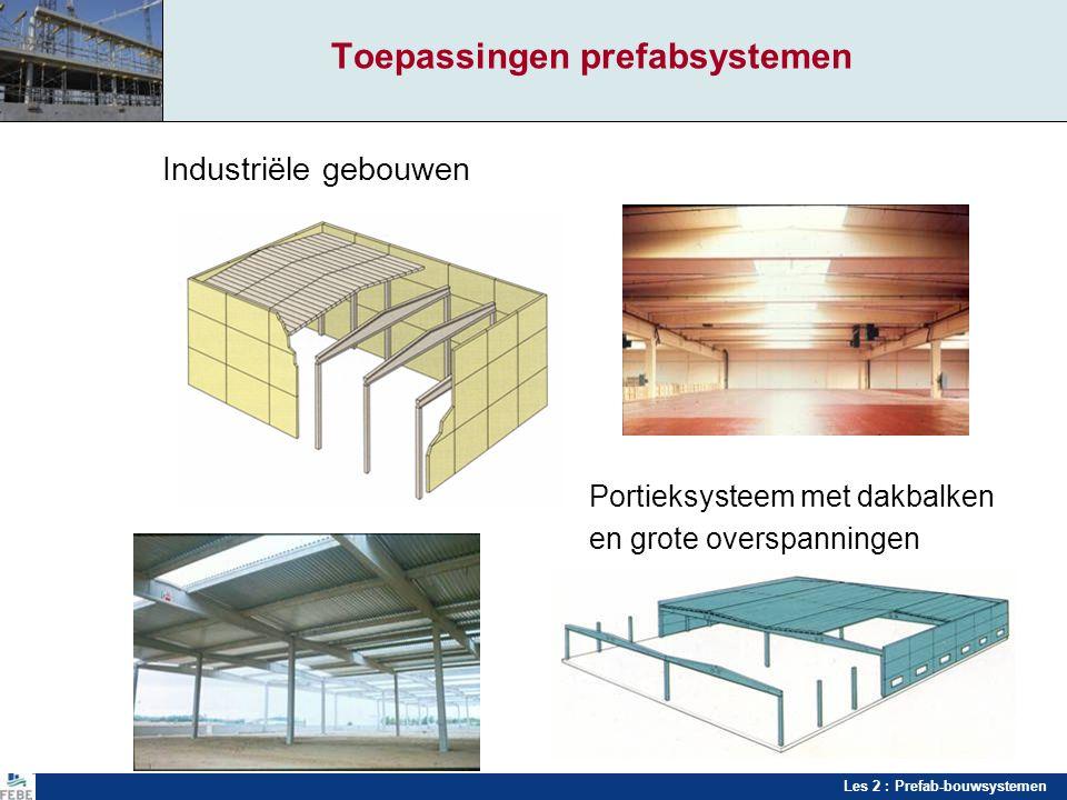 Les 2 : Prefab-bouwsystemen Toepassingen prefabsystemen Industriële gebouwen Portieksysteem met dakbalken en grote overspanningen