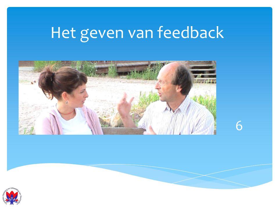 Het geven van feedback De zender (feedback gever) 1.Benoemt concreet gedrag 2.Geeft ruimte voor interpretaties 3.Benoemt effect waarnemingen 4.Stelt de vraag: word ik begrepen 5.Geeft ruimte aan reactie 6.Geeft handreikingen en tips