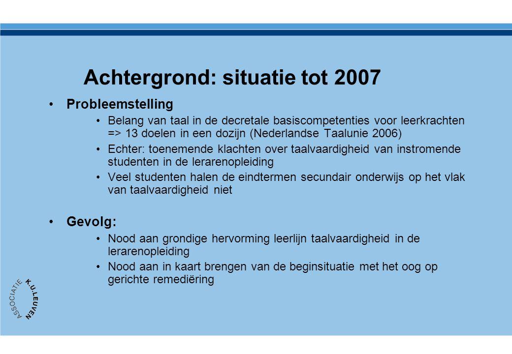 Achtergrond: situatie tot 2007 Probleemstelling Belang van taal in de decretale basiscompetenties voor leerkrachten => 13 doelen in een dozijn (Nederl