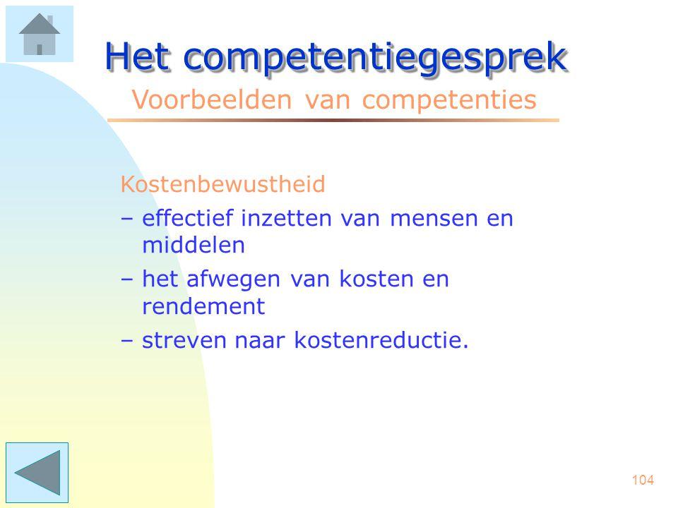 103 Het competentiegesprek Voorbeelden van competenties Klantgerichtheid –nadrukkelijk rekening houden met de belangen van de klant –mogelijkheden zoe