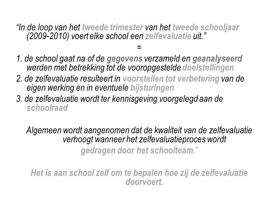 """""""In de loop van het tweede trimester van het tweede schooljaar (2009-2010) voert elke school een zelfevaluatie uit."""" = 1. de school gaat na of de gege"""