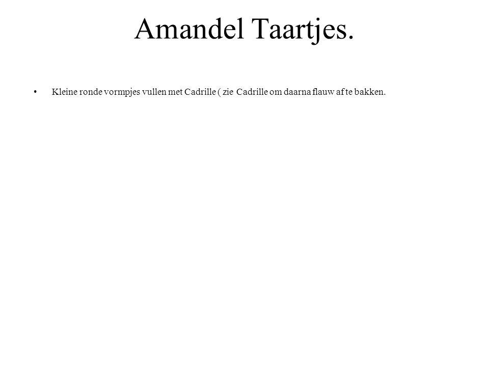 Amandel Taartjes. Kleine ronde vormpjes vullen met Cadrille ( zie Cadrille om daarna flauw af te bakken.