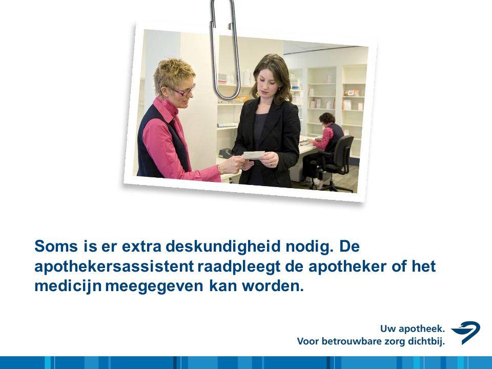 Soms is er extra deskundigheid nodig. De apothekersassistent raadpleegt de apotheker of het medicijn meegegeven kan worden.