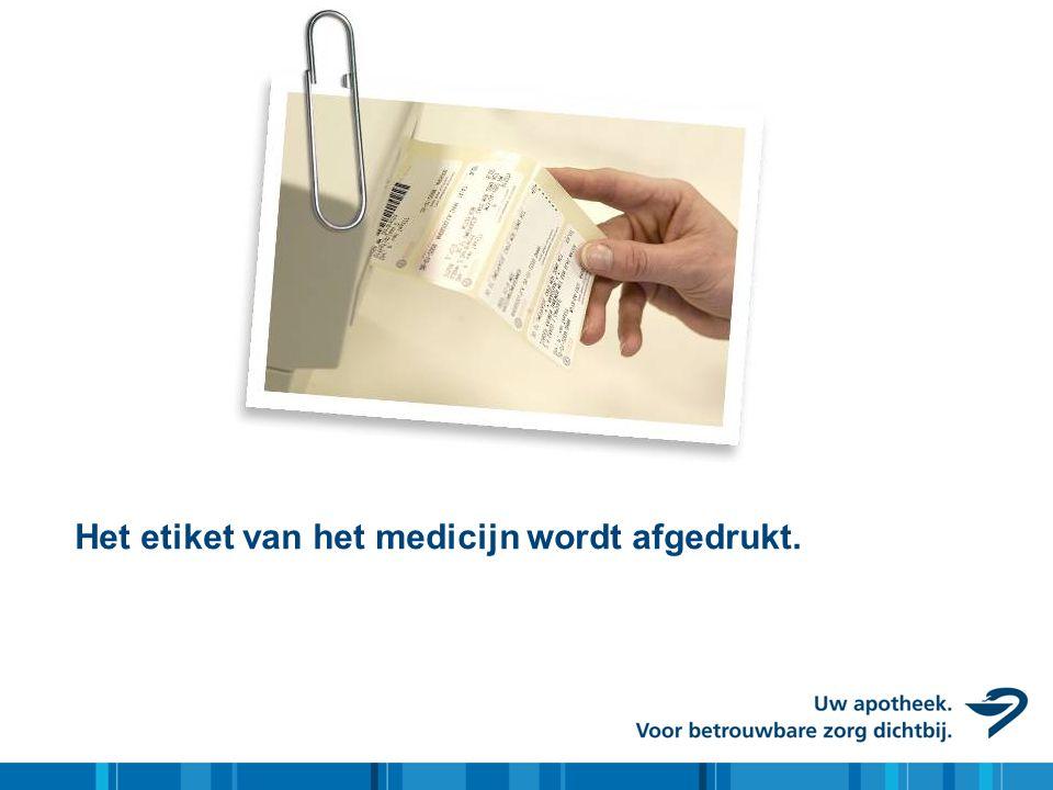Het etiket van het medicijn wordt afgedrukt.